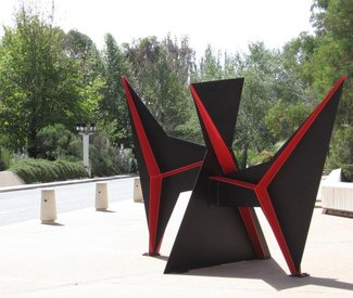 Alexander Calder, Bobine, Bertie Mabootoo from Canberra, Australia [CC BY 2.0 (https://creativecommons.org/licenses/by/2.0)], via Wikimedia Commons